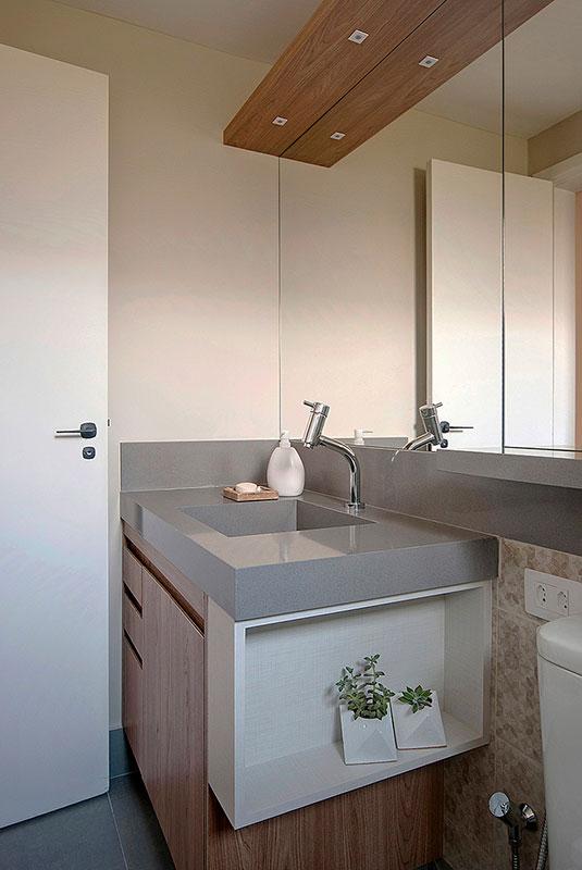 banheiro-cinza-e-madeira