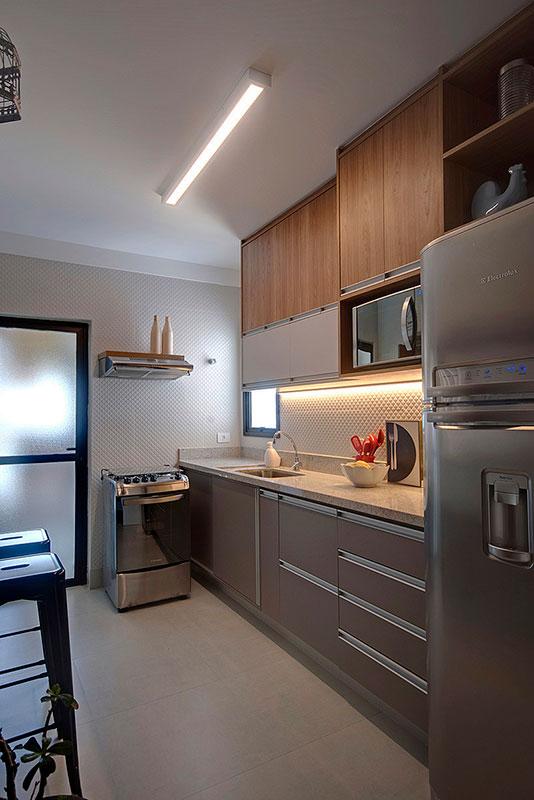 cozinha-com-iluminação-de-bancada