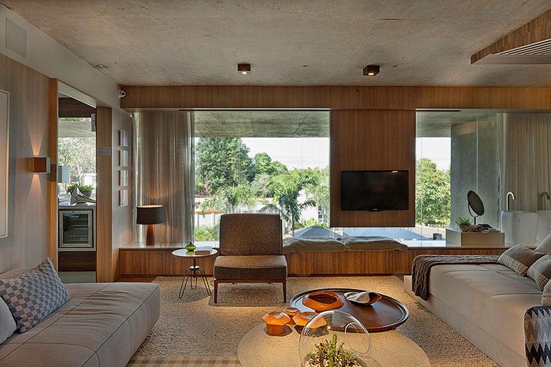 living-decorado-com-vista-para-área-externa