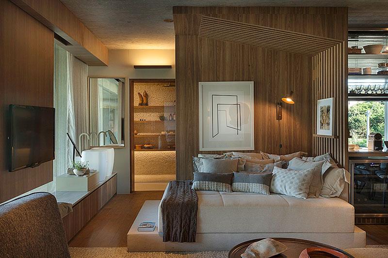 sofa-cama-confortável-com-várias-almofadas