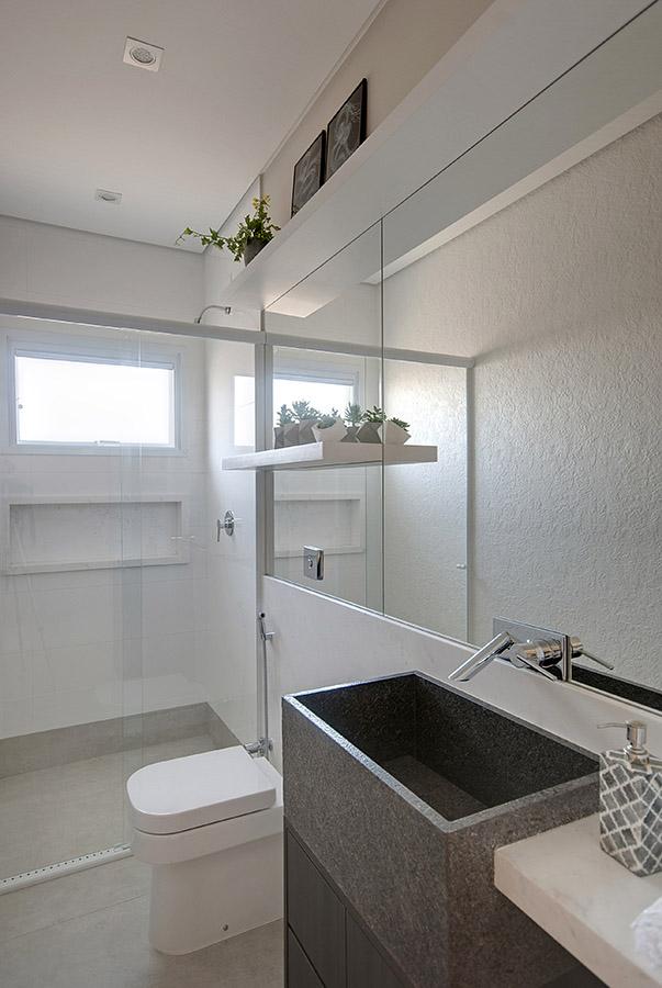 banheiro-branco-com-cuba-construída