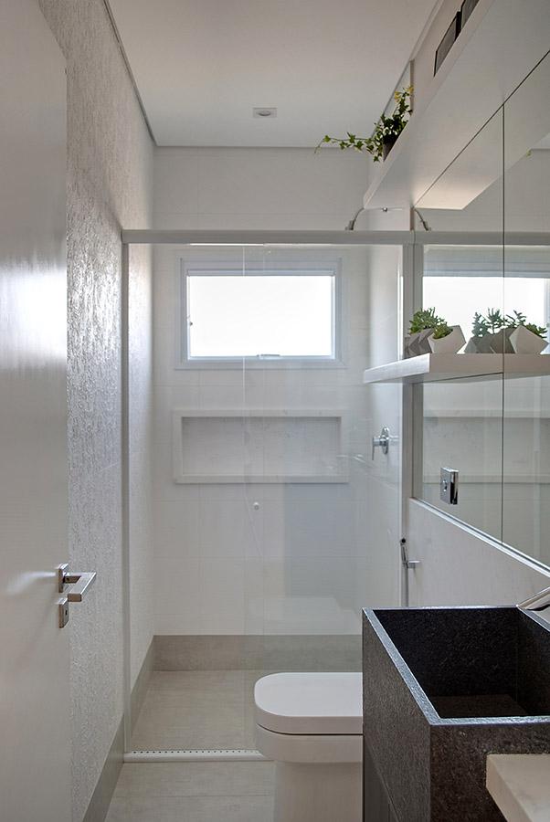 banheiro-clarinho-com-muita-luz-natural