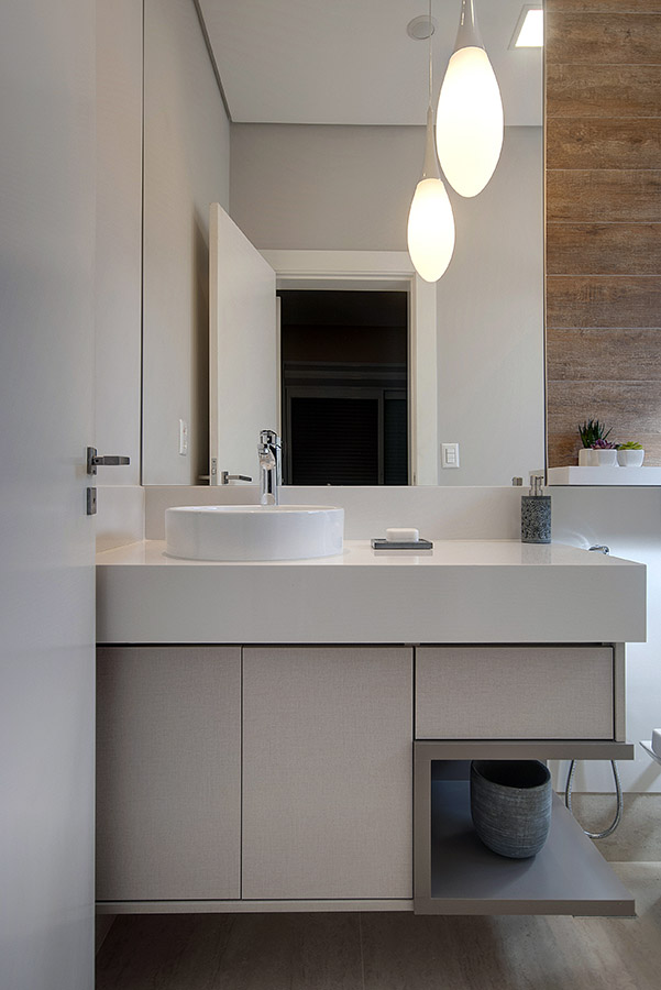 banheiro-com-pendente-e-cuba-de-apoio