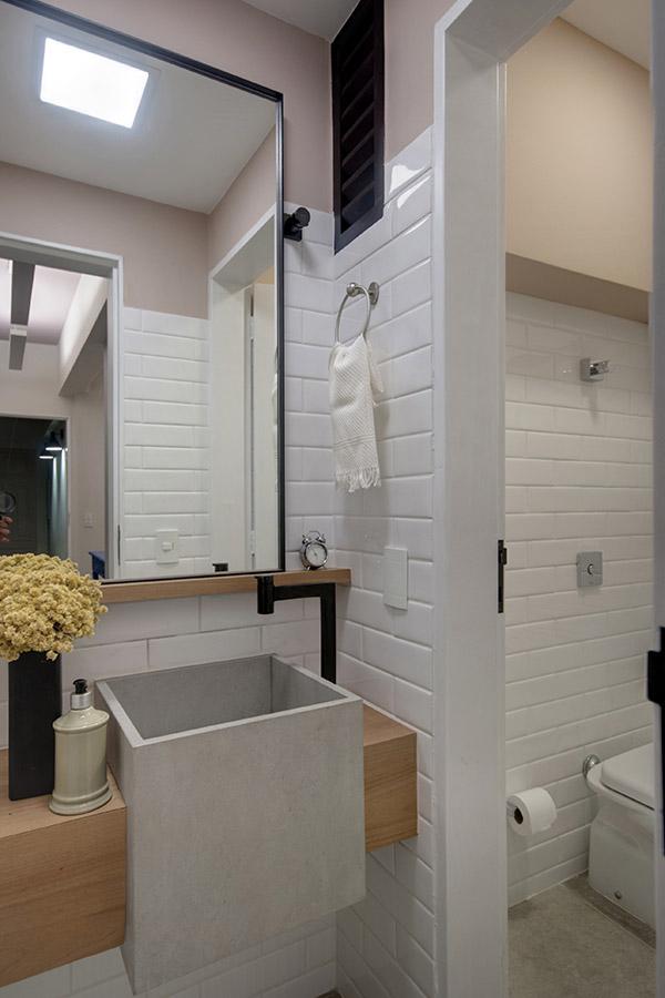 lavabo-decorado-com-bancada-de-madeira