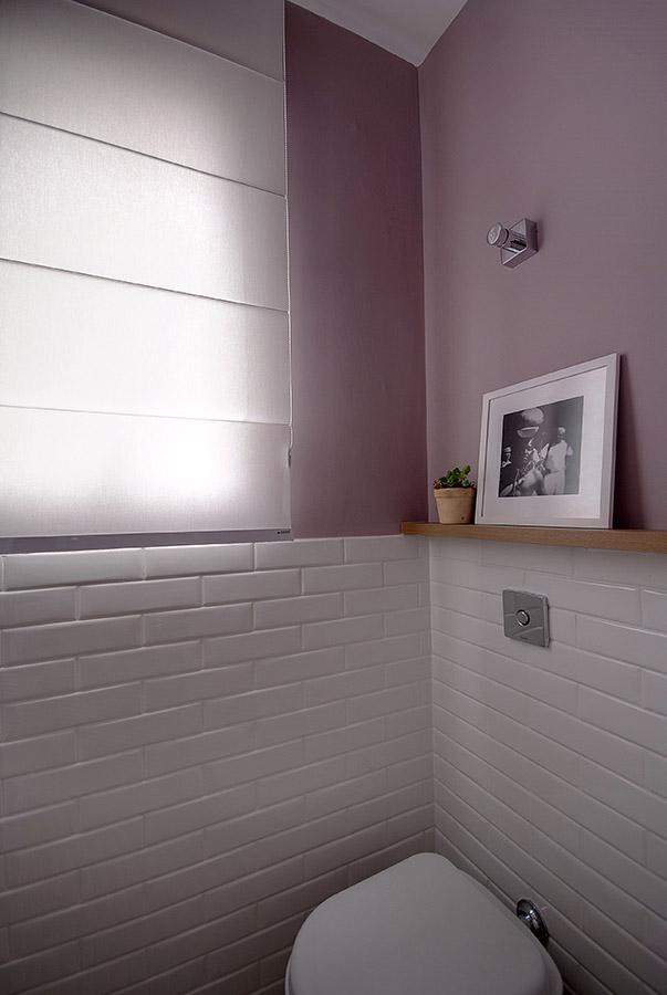 prateleira-de-madeira-para-apoiar-quadro-em-lavabo