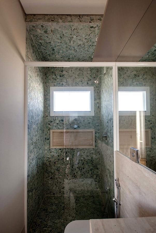 seixos-rolados-telados-dentro-do-box-do-banheiro